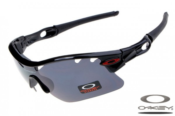 Oakleys Radarlock Pitch sunglass / polished black black
